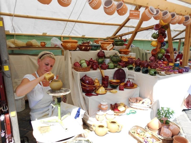Festival-of-Folk-Crafts-Buda-Castle-Events-Pottery