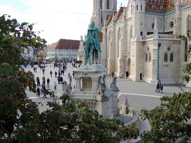 Matthias-Church-Buda-Castle-King-Stephen-Statue